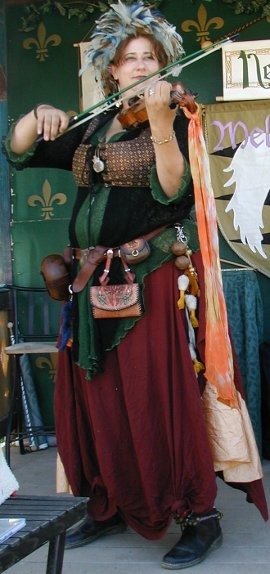 Violinist Neidfyre performs at the Ren Faire